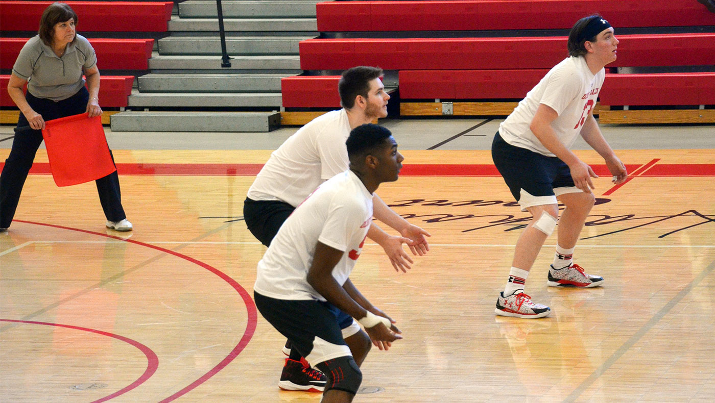 Men's volleyball team falls to nationally-ranked Mount St. Joseph
