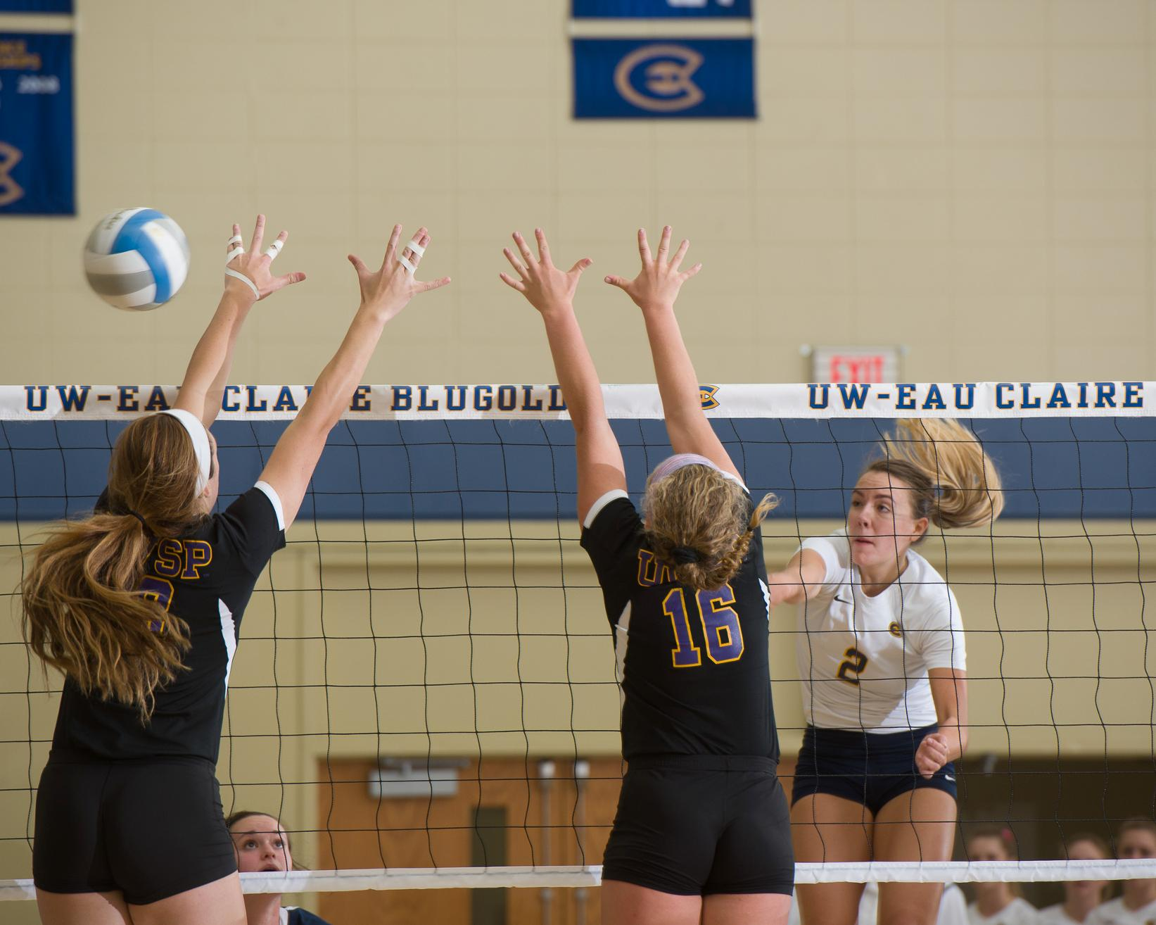 Blugold Volleyball Loses in WIAC Quarterfinal Nail-Biter