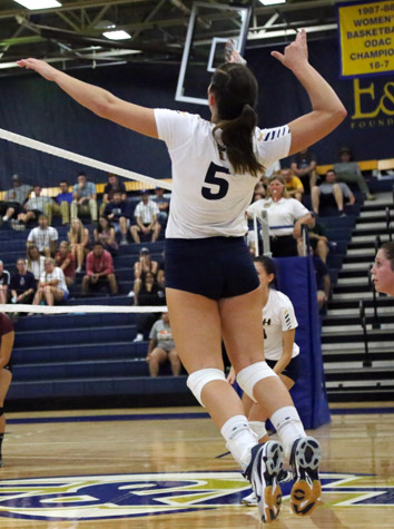 Maryville Volleyball Blanks Emory & Henry, 3-0, Tuesday Evening