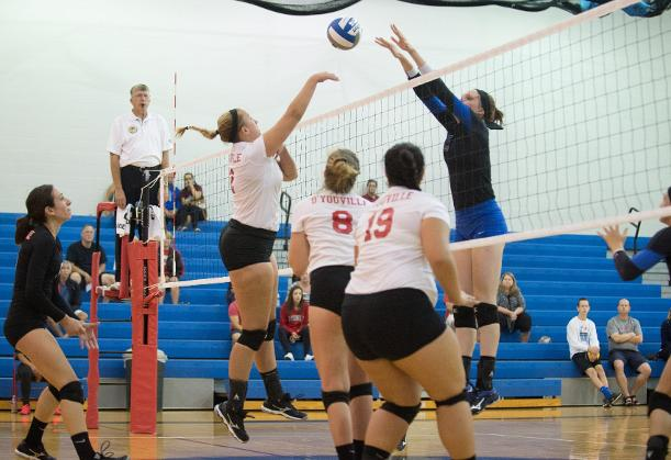 Women's Volleyball Inches Closer to Playoffs With Win Over Hilbert
