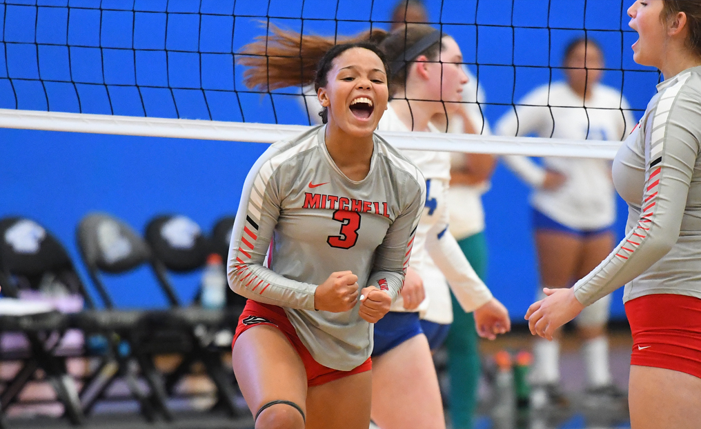 Volleyball Outlasts Salem State in Five Sets