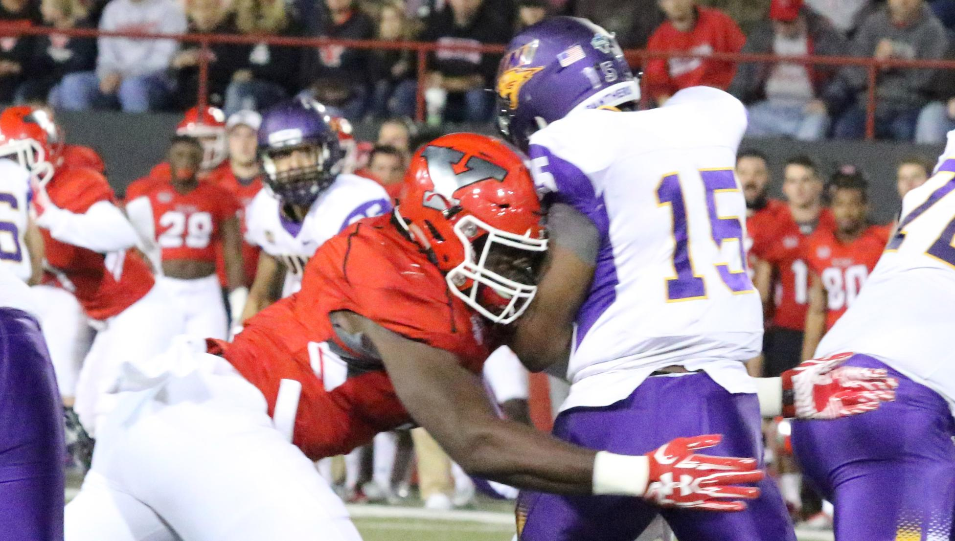 Defense Shines in Fourth-Quarter Comeback Win over UNI, 14-10