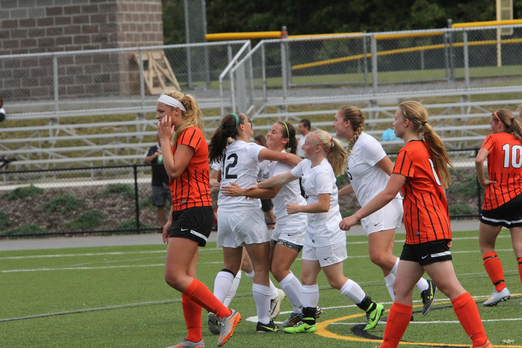 Women's Soccer Extends Win Streak to Four Games