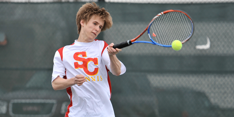 Men's tennis tops Dubuque, Loras
