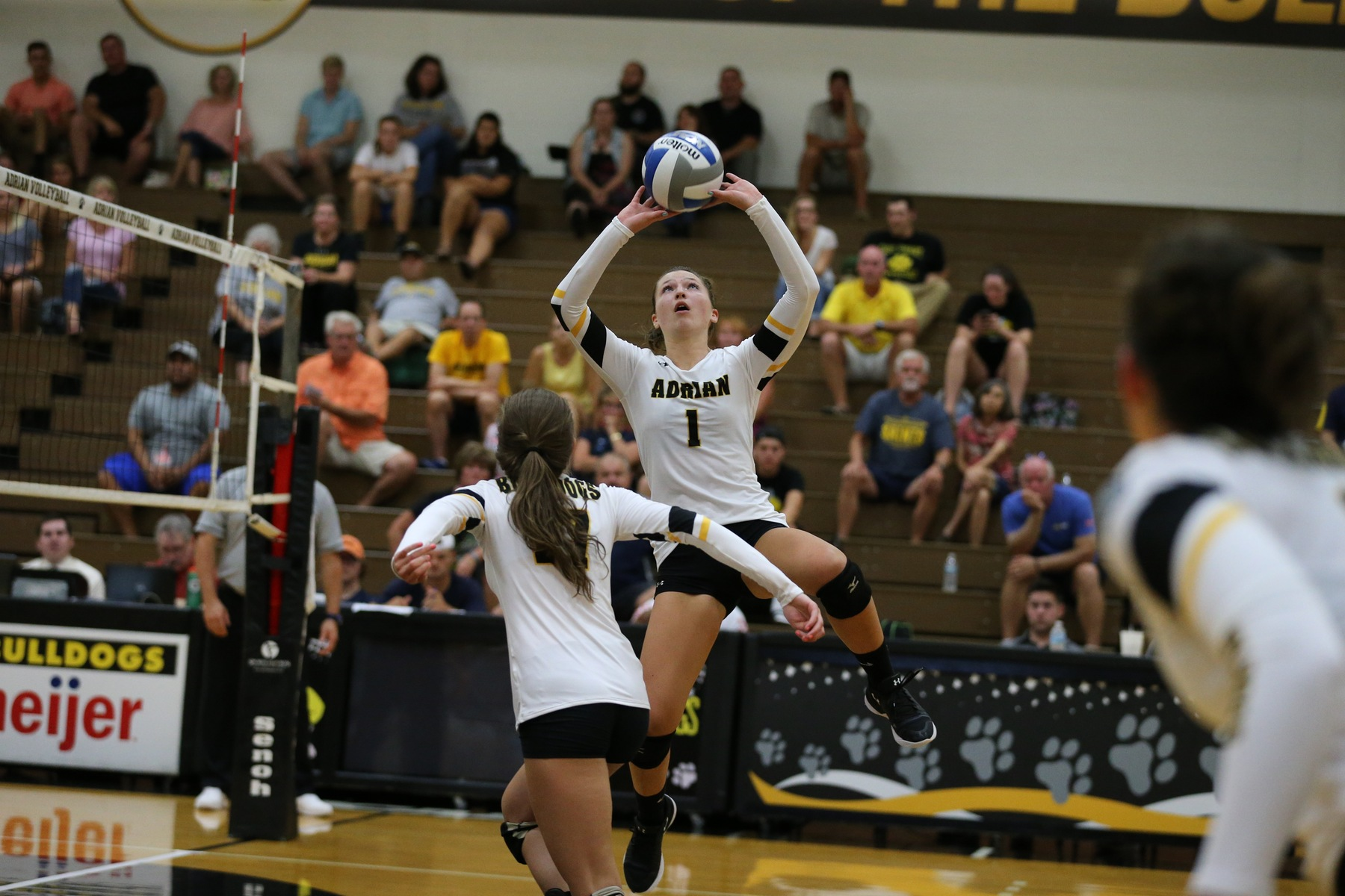 Bulldogs Fall in Five-Set Battle with Wooster