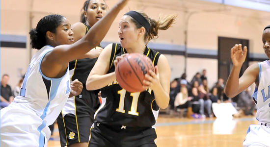 Women's Hoops Stumbles at Albertus Magnus