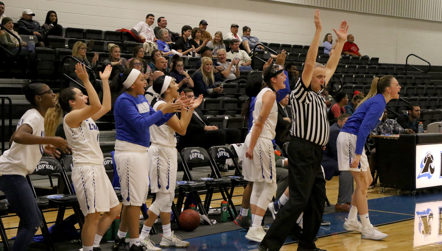 Lopes bench cheers