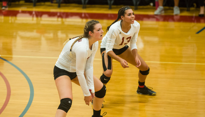 Volleyball Splits with Lasell, Rivier in GNAC Tri-Match