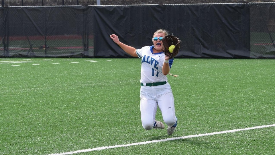 Salve Regina sophomore outfielder/pitcher Jaycee Garrigan makes her second sensational catch of the day near the right field foul line. (Photo by Sarah DeWolfe)