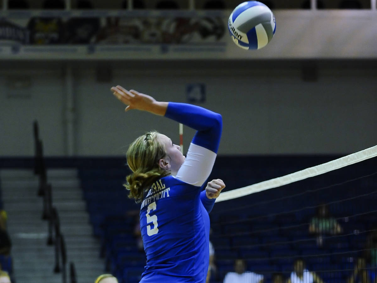 Volleyball Falls to Sacred Heart On the Road