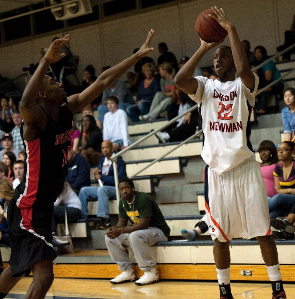 Eagles race past Newberry 98-76 behind 27 points from Davis