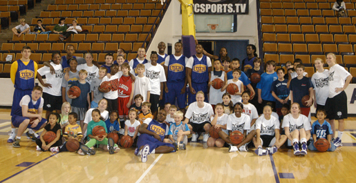 Men's and women's basketball hosts youth clinic