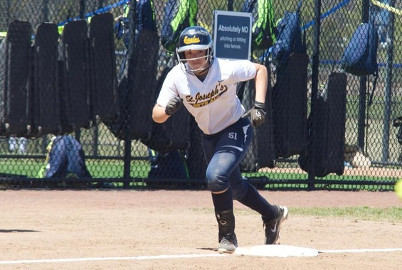 Softball Extends Win Streak to 7 Games with Sweep of Yeshiva
