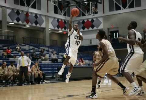 UMW Men's Basketball Tops St. Mary's, 65-55, to Grab First Place in CAC Standings