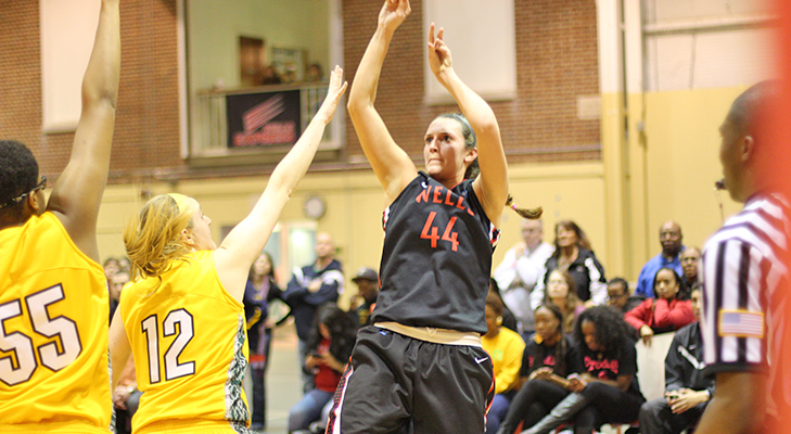 Knapp's Career Day Helps Women's Basketball To 76-63 Win