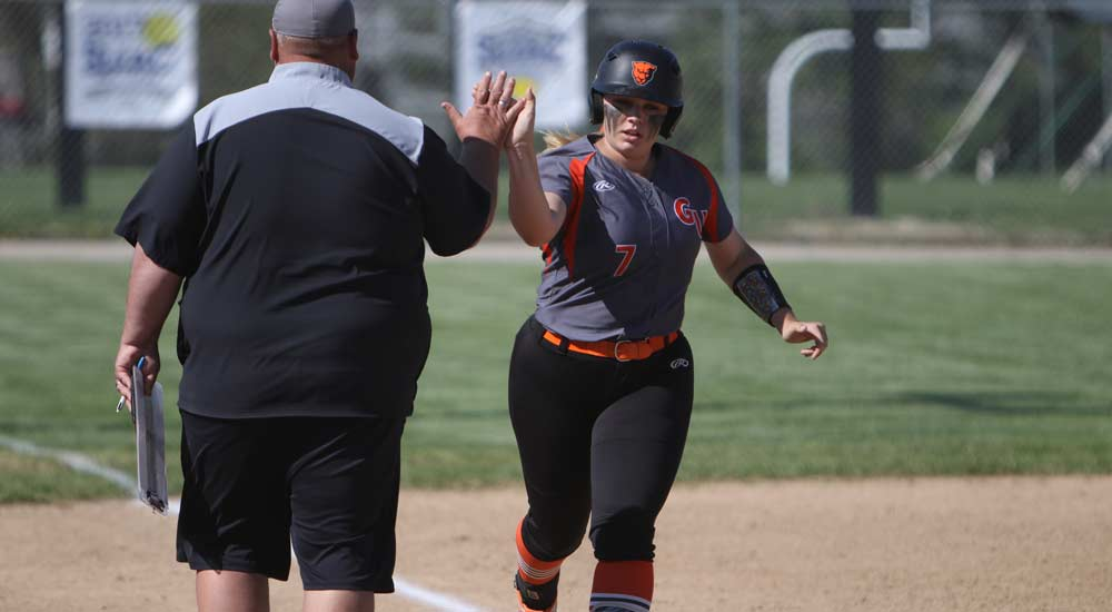 Softball earns split against William Woods