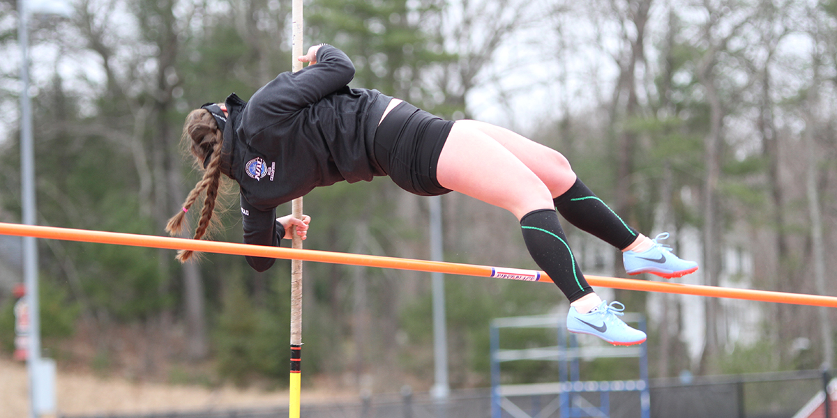 Women's Outdoor T&F Battles for Fourth Place at the Regis Spring Classic