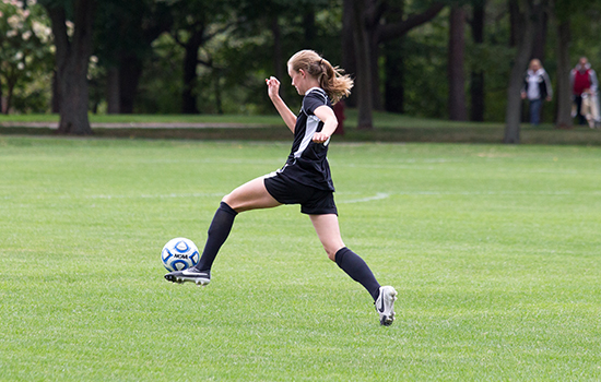 Late Goal Helps Women's Soccer Salvage Tie