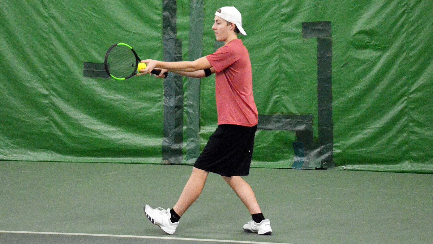 Men's tennis team shuts out Grace Bible, 9-0