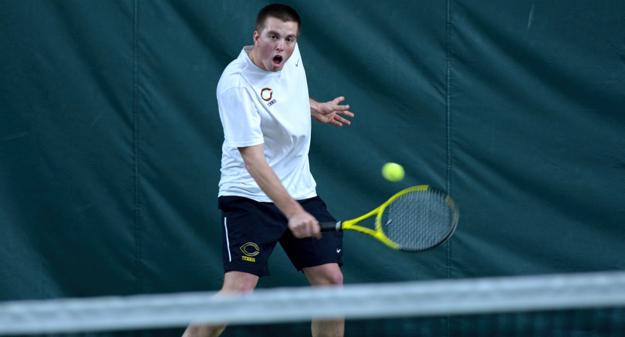 Junior Isaac Toivonen won his eighth straight singles match as he posted a straight set victory over his Division I opponent from UND.