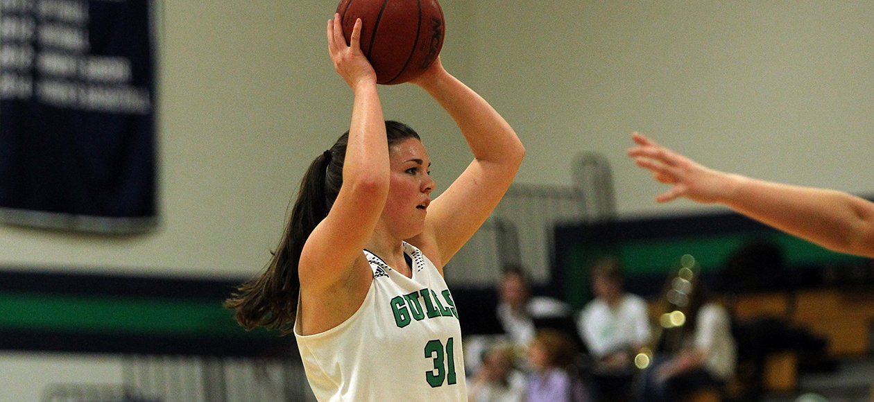 Hannah Shaw's 22 Points Lifts Endicott to 74-60 Victory Over Visiting Salve Regina University