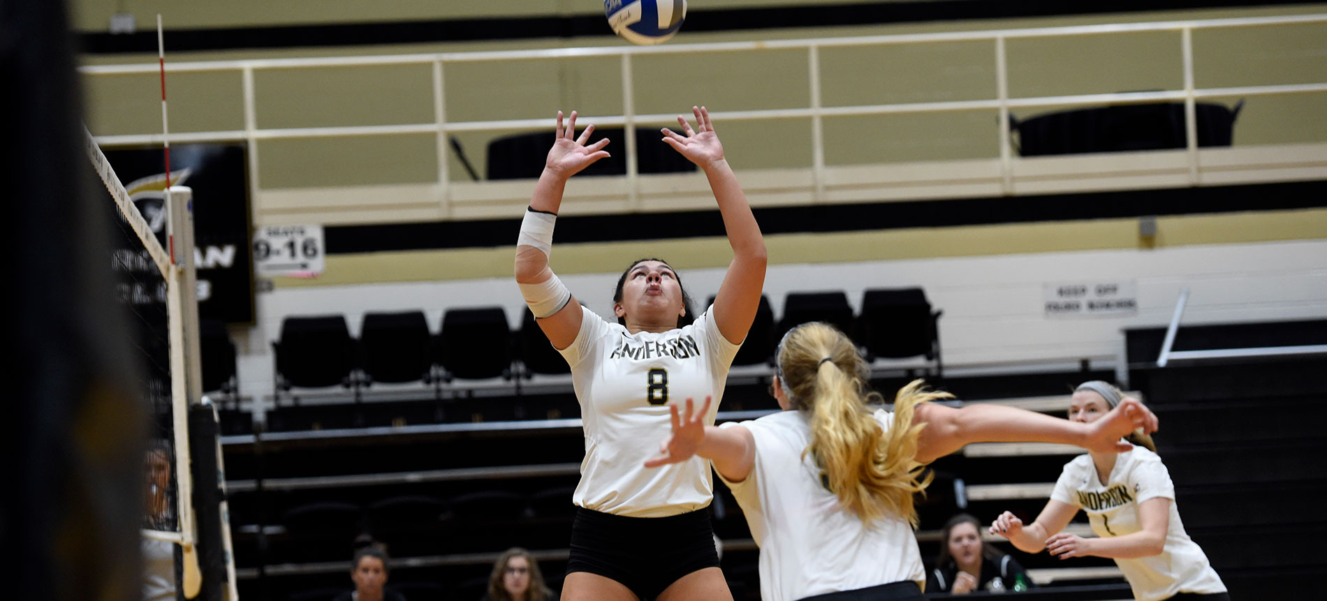Trojans Top Royals in Four Sets