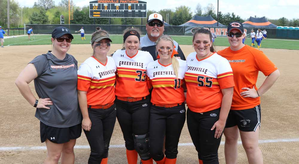 Softball honors seniors with doubleheader sweep over Spalding