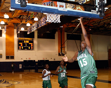 Elem Ibiam makes a layup