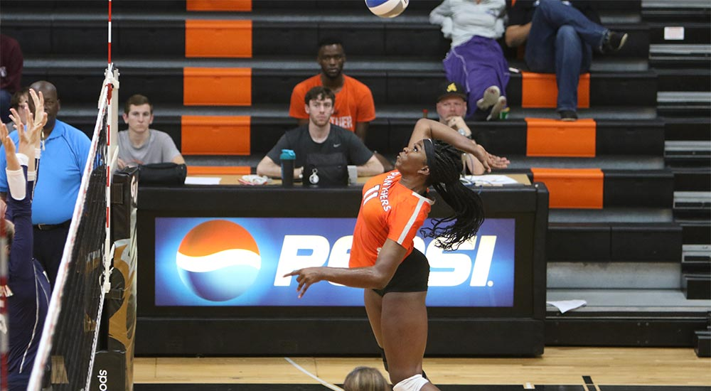 Women's volleyball gains four set win at Spalding