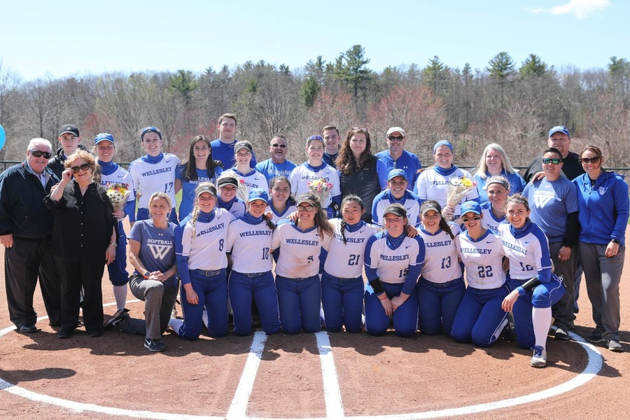 Wellesley celebrated the 2018 Senior Class prior to game one (Miranda Yang).