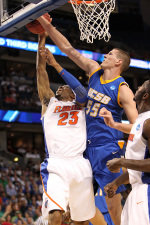 Second-Seeded Florida too Much for UCSB, 79-51