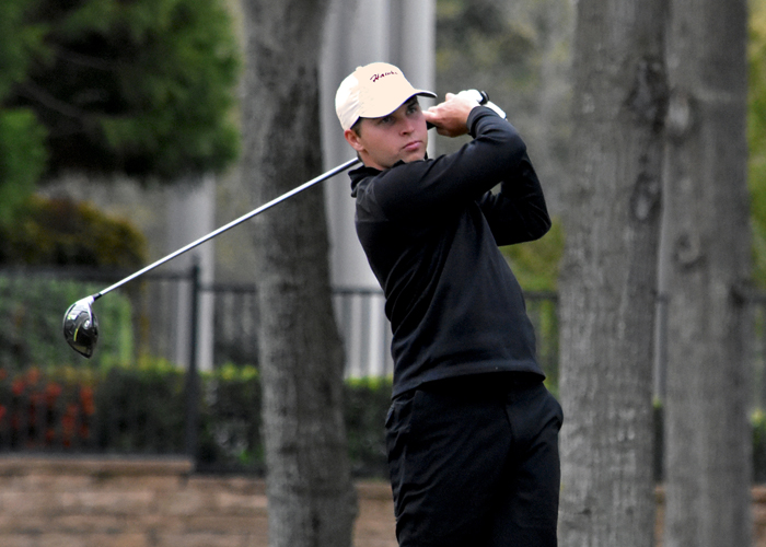 Senior Mark Connelly is two strokes off the lead and tied for third with a 1-under 71 after Rd. 1 of the Wynlakes Intercollegiate.