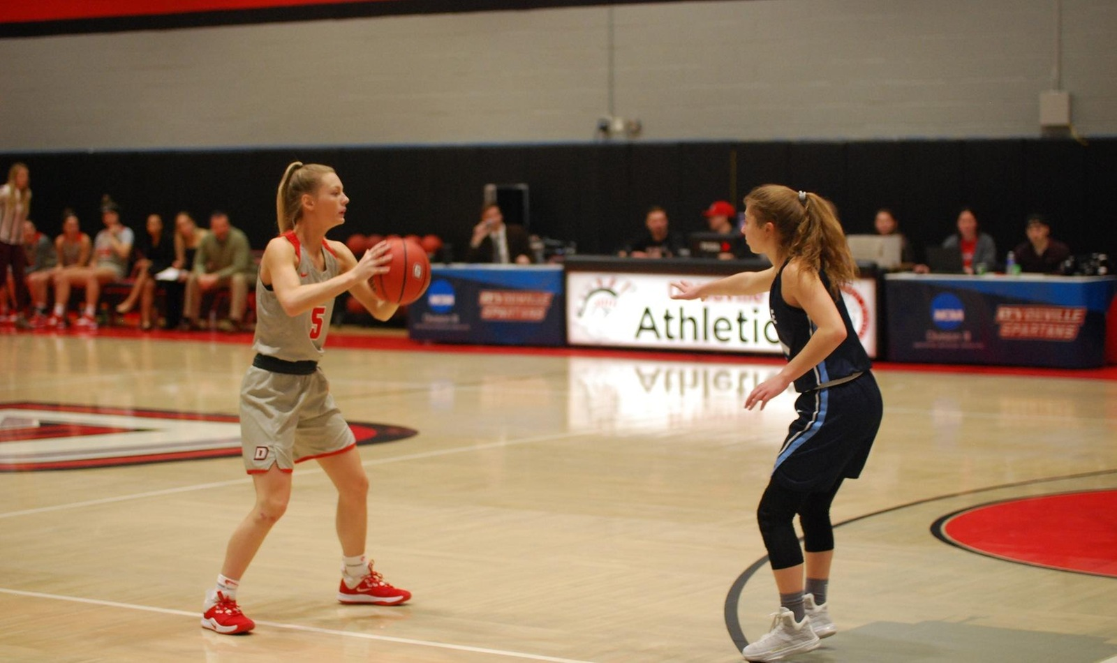 Women Nearly Complete Comeback in Loss to La Roche