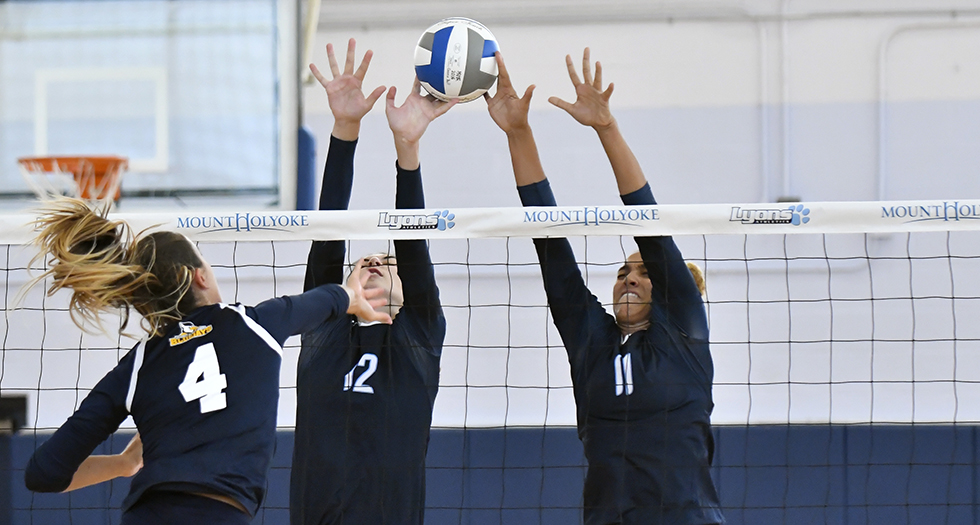 Volleyball Powers Past Elms, 3-0