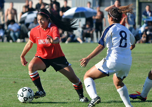 Women's Soccer: Close game turns into 4-0 loss to No. 1 Cerritos