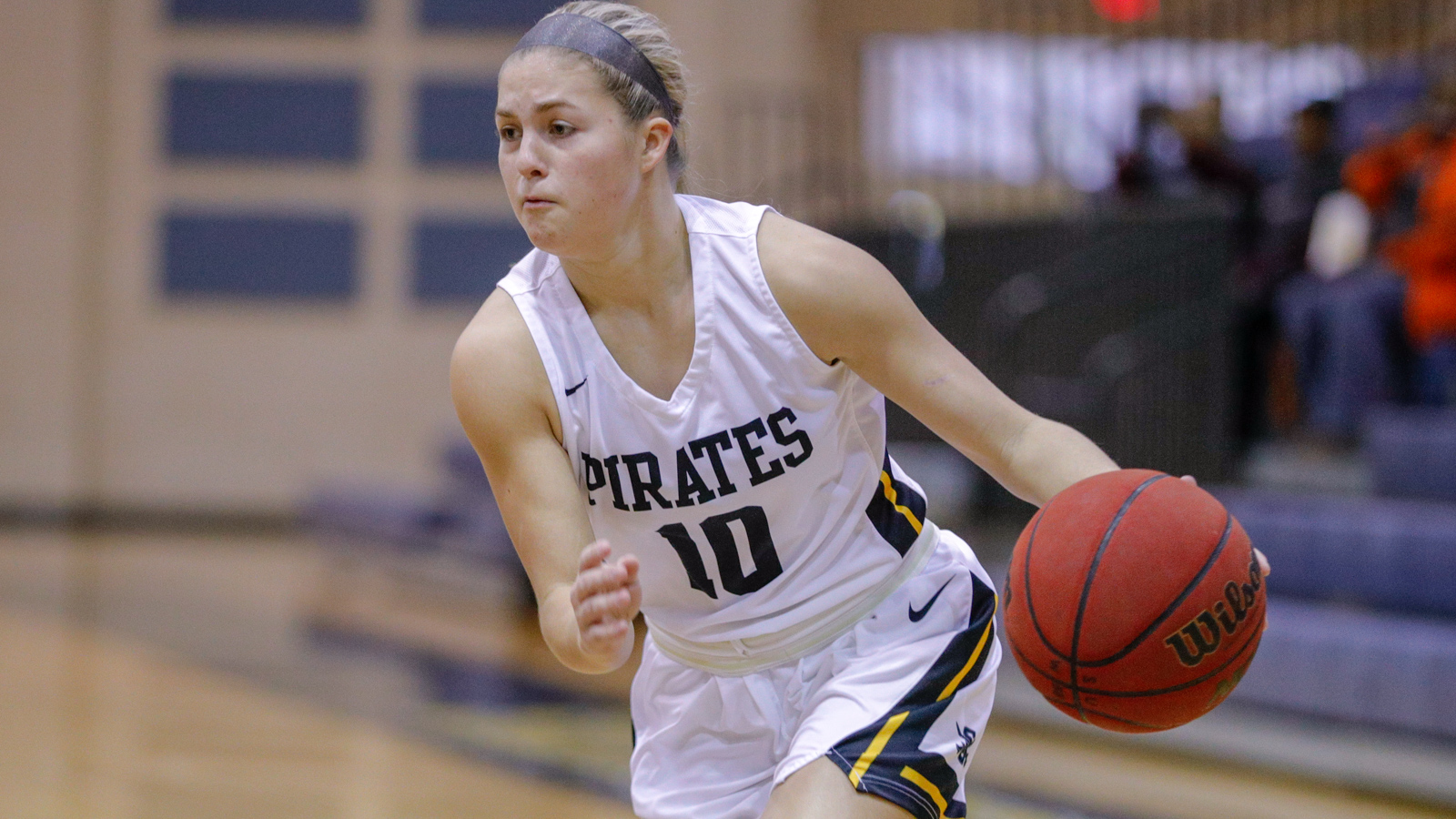 Women's Basketball Defeats Dallas for Fourth Consecutive Win