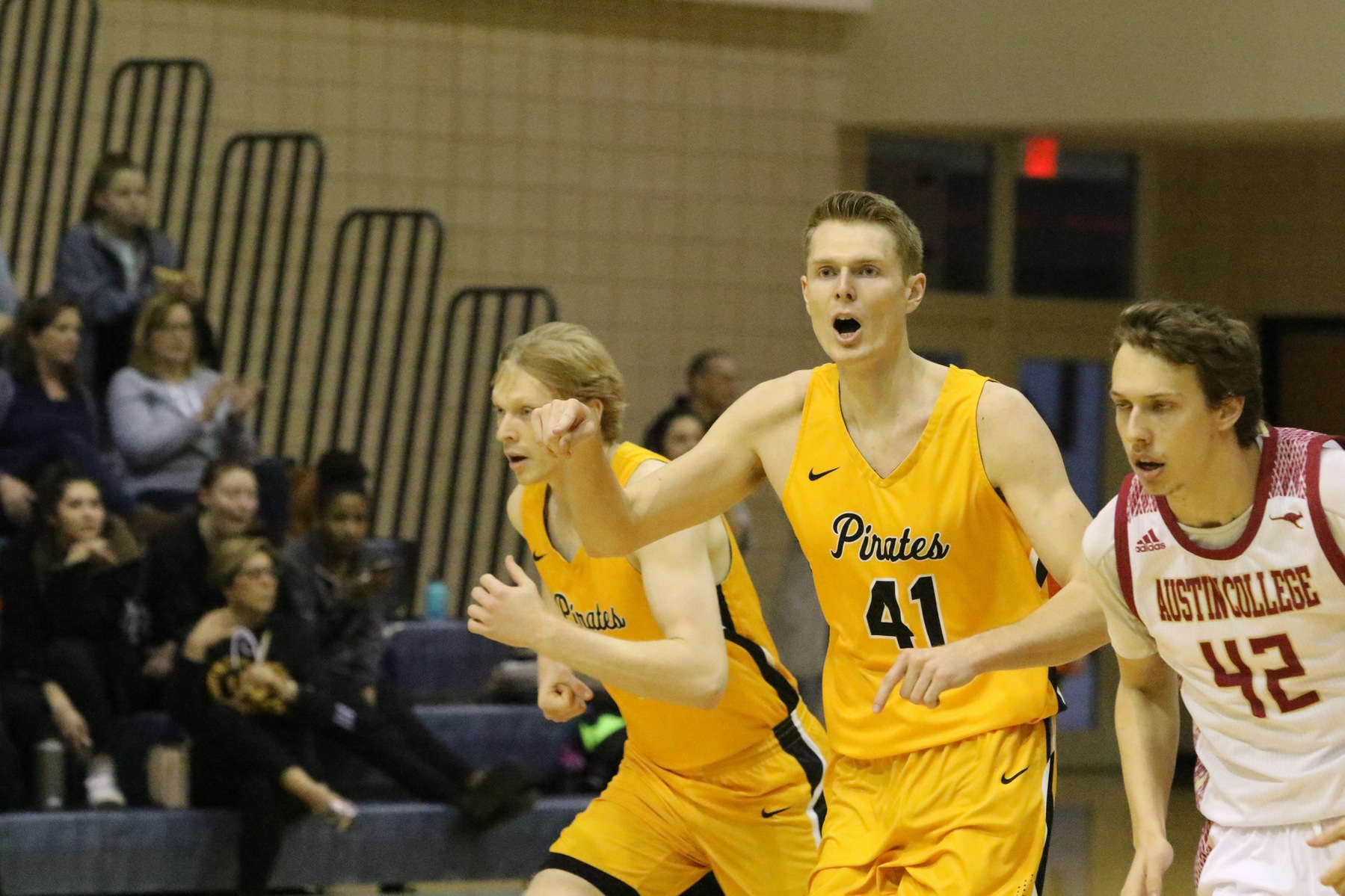 Late Surge Pushes Men's Basketball Past Austin College