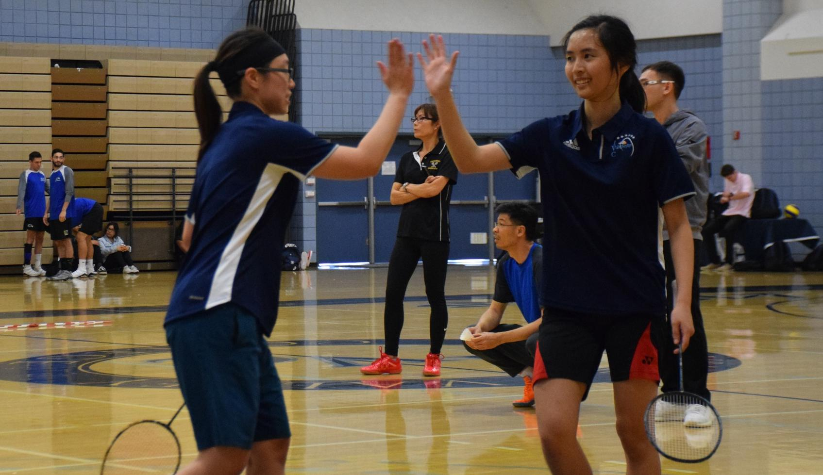 Women's badminton players qualify for state individual tourney