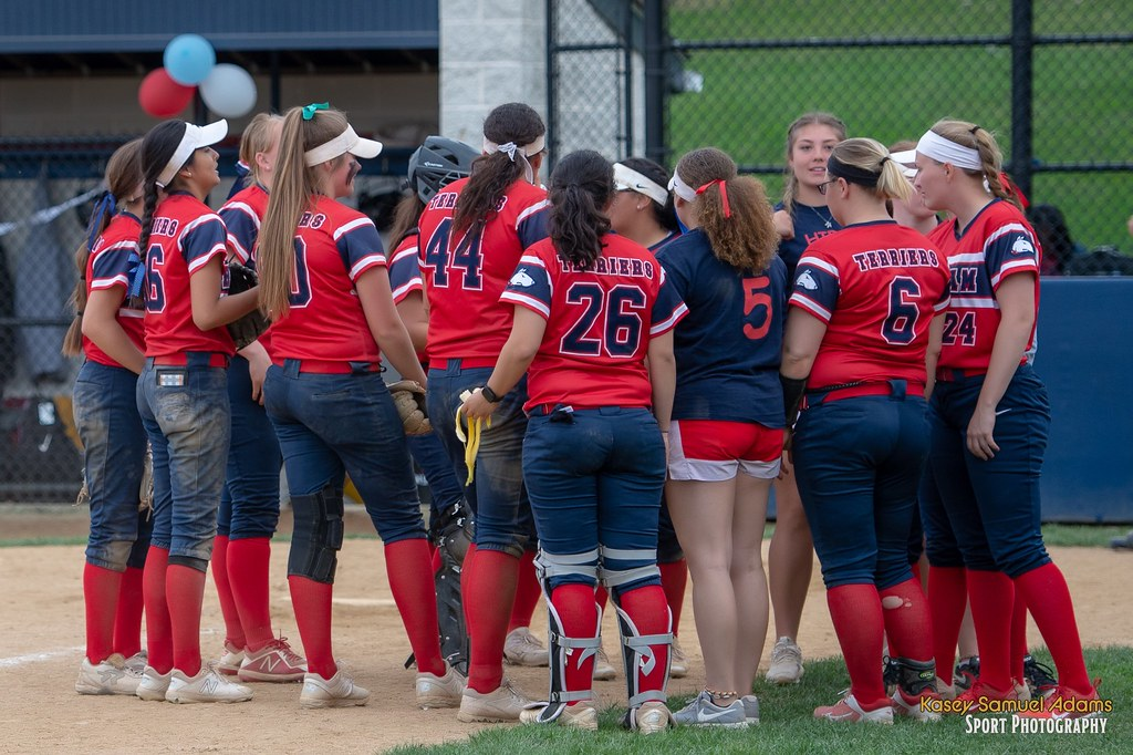 Softball Falls Twice in Doubleheader at Kenyon