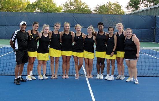Women's Tennis Finishes on Up Note