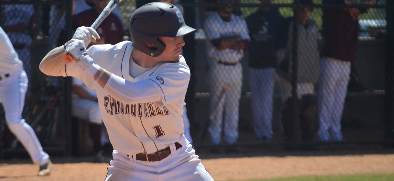 UMass Dartmouth Comes Back to Defeat Baseball, 5-4