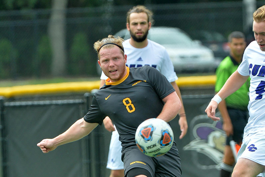 Men's Soccer Takes First Place Showdown at Gordon