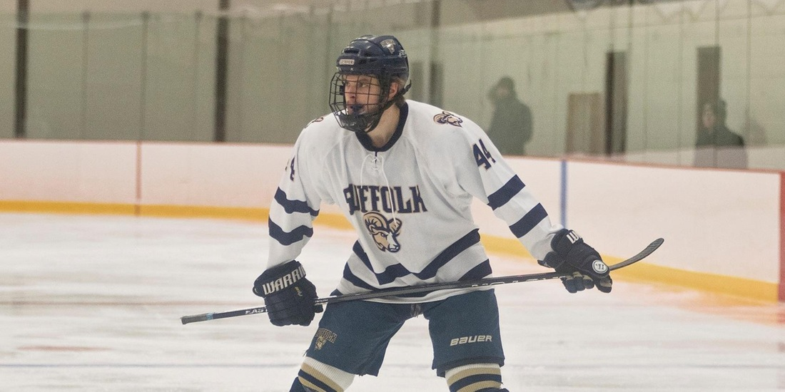 Men's Hockey Outlasts Becker