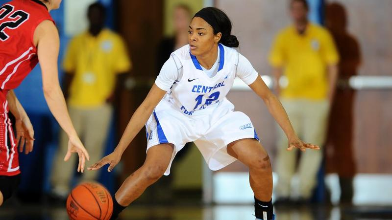 Women's Hoop Hosts Mount on Monday