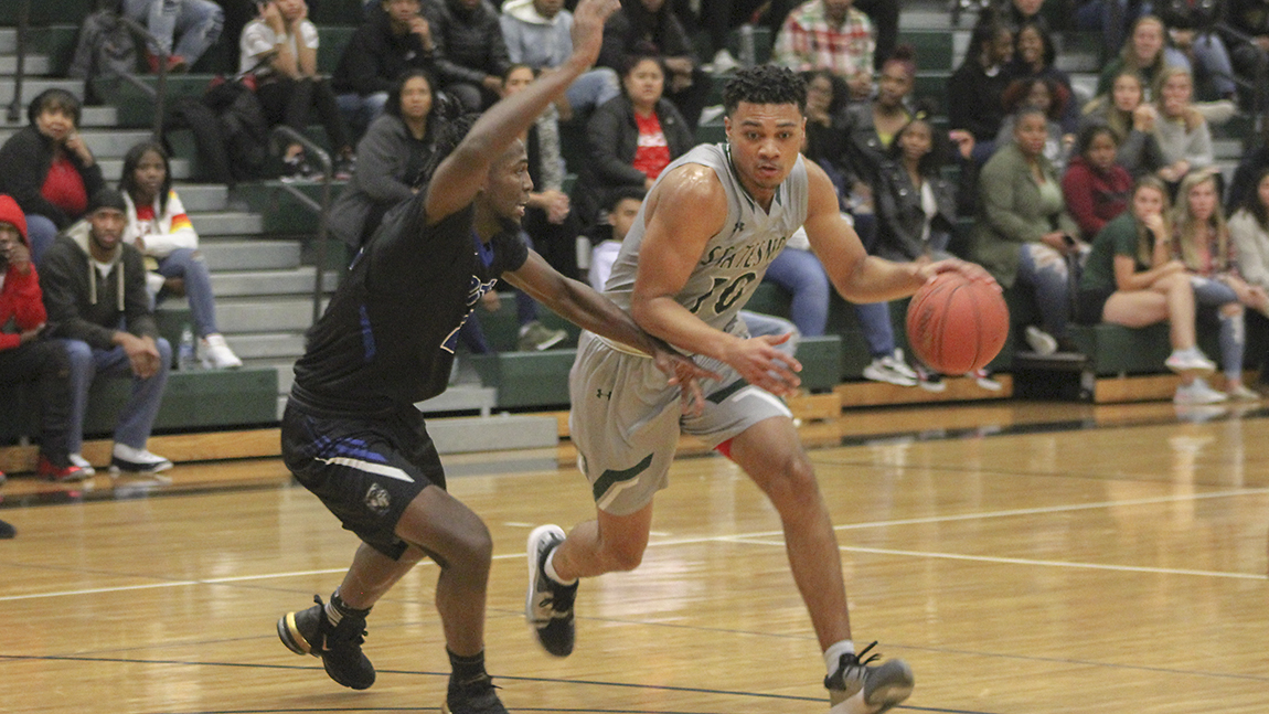 Men's Basketball Falls in Close Contest