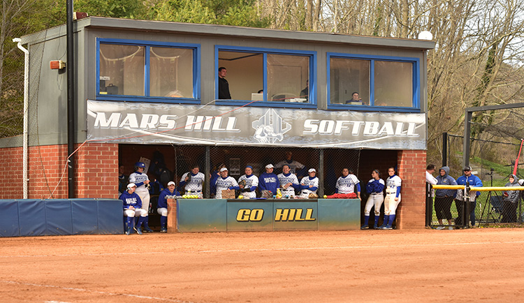 Softball announces schedule change with Queens