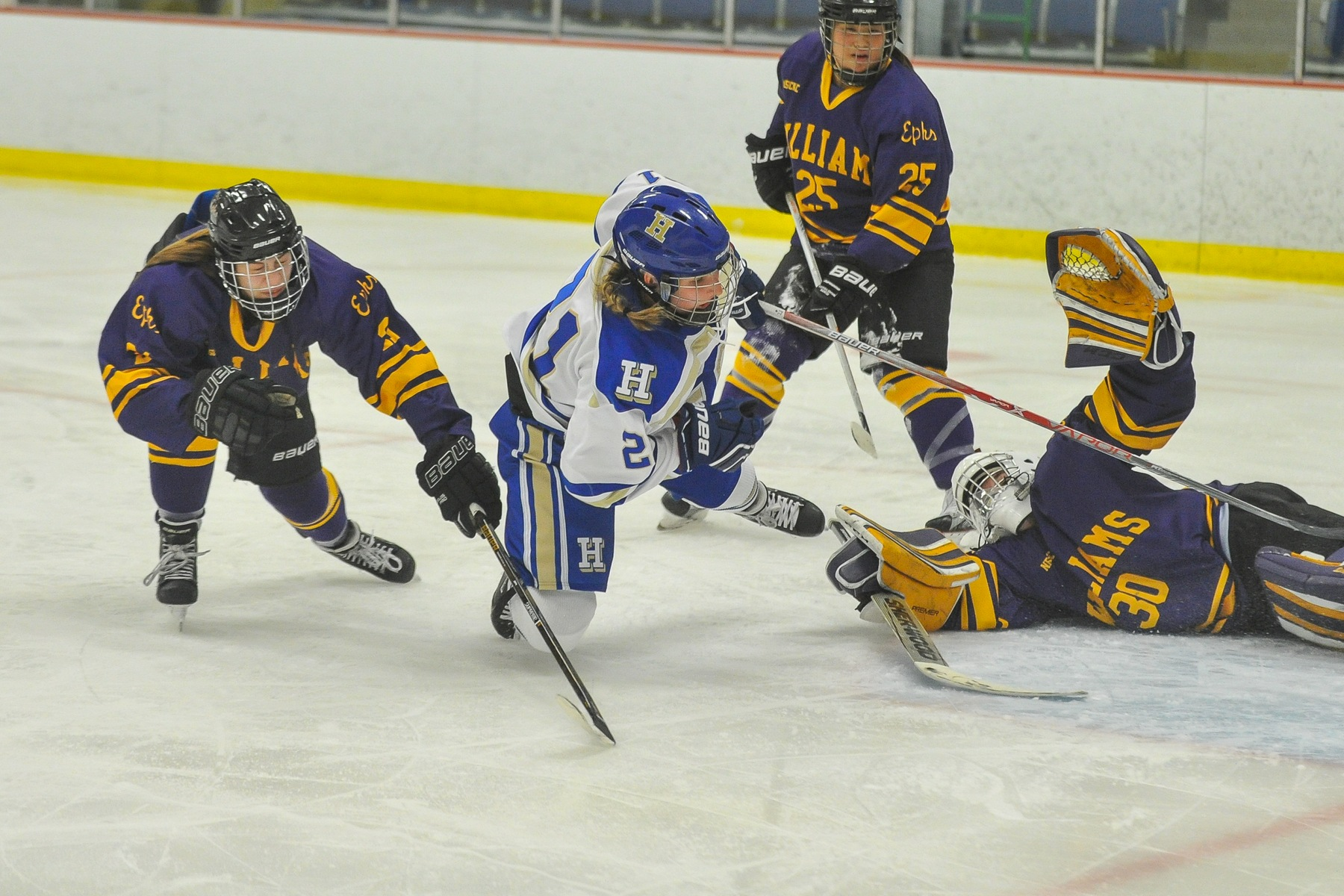 Women's hockey comes back twice, ties Morrisville State 2-2