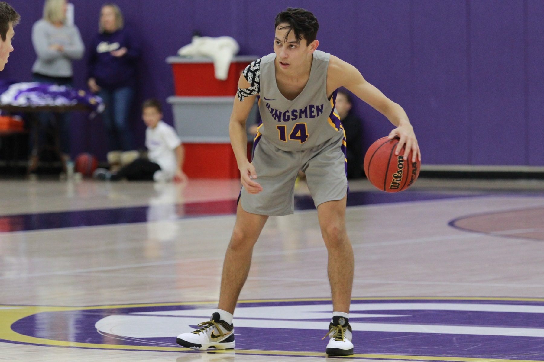 Big Second Half Helps Stags Past Kingsmen
