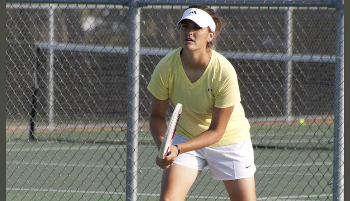 Women's Tennis Blanks Stout for First Conference Win