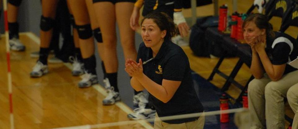Volleyball Loses to Transylvania in Four Sets